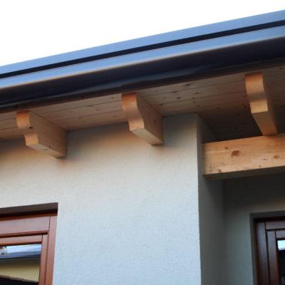 abitazione in legno: dettaglio gronda