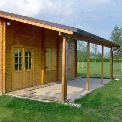 fabbricato in legno con porticofabbricato in legno con portico