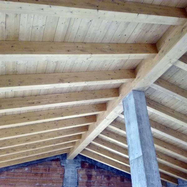 tetto in legno assemblato